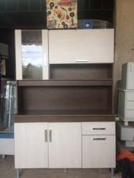 Armário de cozinha semi novo.