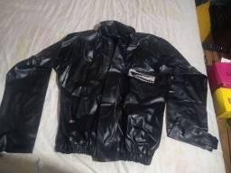 Vende-se uma capa de chuva para motoqueiro