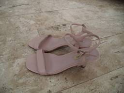 Título do anúncio: Sandália rosa - 35 - somente wats