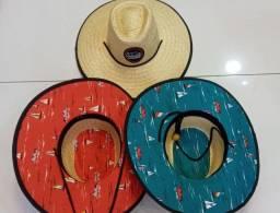 Chapéu de palha com bordas decoradas