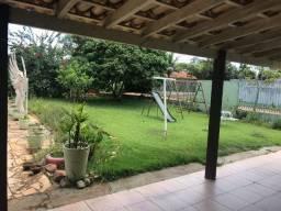 Vendo casa no centro de Chapada com 5 Suítes com Terreno 1600 m2