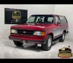 Título do anúncio: Bonanza Custom 4.0 Diesel 1993 *top*completa**financio direto**linda*