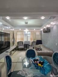 Apartamento com 2 suítes - Reformado e Mobiliado!