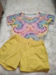 conjunto camiseta tie dye e shorts alfaiataria