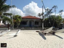 Casa colonial com 04 quartos, praia semi-privativa, condomínio com total infraestrutura