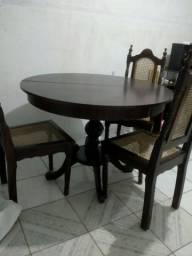 Mesa de madeira com 3 cadeiras,