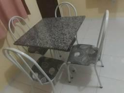 Vendo mesa de 4 cadeiras