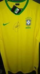 Camisa Oficial Brasil com autógrafo/assinatura do Neymar