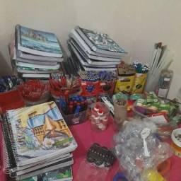 Itens do lar e materiais escolar