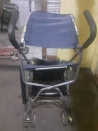 Vendo carrinho de bebe em ótimo estado, pra retirar no local