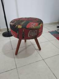 Puff Decorativo Retrô - estampa Coca-Cola