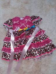 Vestido caipira bebê tam M (9 a 12m)- usado uma única vez