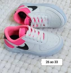 Vendo Tênis Nike Air Force e Fila disruptor infantil ( 110 com entrega)