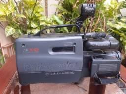 Título do anúncio: câmara filmadora profissional Panasonic m2000 antiga funcionando =150 reais