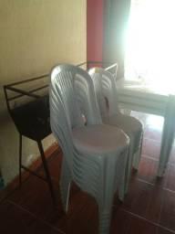 Vende se mesas e cadeiras e freezer