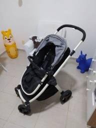 Carrinho bebê Burigoto com bebe conforto.