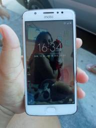 Vendo um celular Moto E4