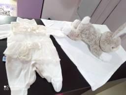 Vendo saida de maternidade feminina nude c pregador de bico em pérolas tudo por 50,00