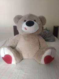 Urso gigante lacrado