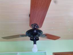 Ventilador de teto funcionando perfeitamente