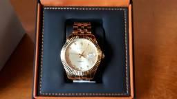 0cd3ff59e3f Relógio Constantin com 11 diamantes no mostrador dourado