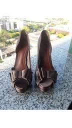 Sapato Schutz laços martelados