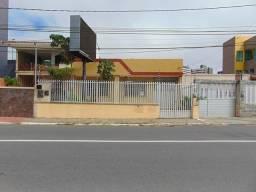 Casa comercial no bairro 13 de Julho na Avenida Beira Mar