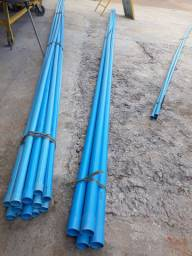 Canos de irrigação azul