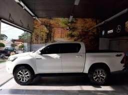 Toyota Hilux SR 2.8T Diesel - 2017