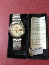 Relógio Orient 3 estrelas com certificado de garantia De 28/10/1992 e estojo