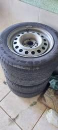 Rodas de ferro com pneus