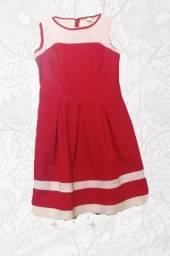 Vestido vermelhoncom detalhes em branco