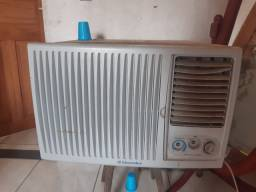 Ar condicionado-semi novo