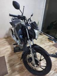 Título do anúncio: Vende-se um moto titan 2017