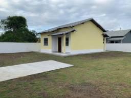 Linda casa de 2qts com excelente lote de 360 metros quadrados (todo gramado)!!