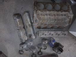 Bloco motor v8 302 com algumas peças.