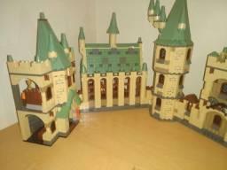 Título do anúncio: Lego...usado... Harry Potter....castelo completo com 4 partes
