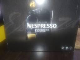Cafeteira Nespresso essenza