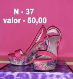 Sapatos novos e semi novos - Preço maximo R$50,00