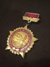 Medalha broche soviética antiga