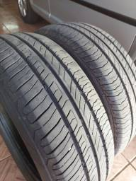 Jogo de pneus Continental 185/60/15.