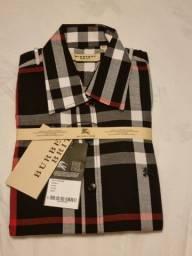 Título do anúncio: Camisas Burberry M corte acinturado