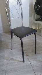 Título do anúncio: Mesa de 4 cadeira nova 1 mês de comprada preço 700
