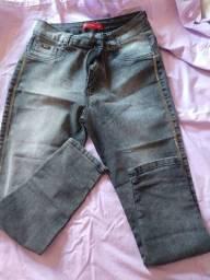 Vendo calças e short jeans nunca usados.