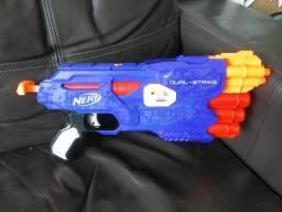 Nerf Dual-Strike - Arma de brinquedo