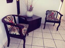 Conjunto completo tudo na foto 2 cadeiras 1 mesa de canto