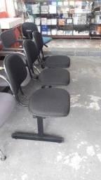 Longarina com 03 cadeiras super conservada.