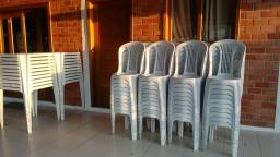 Mesas e cadeiras em PVC