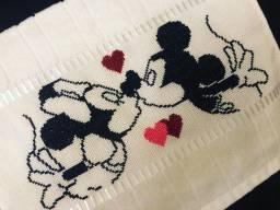 Toalha de lavabo bordada - Mickey e Minnie