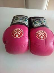 Luvas de Muay Thai e caneleiras